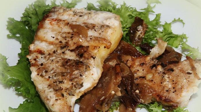 Филе белой рыбы с грибами