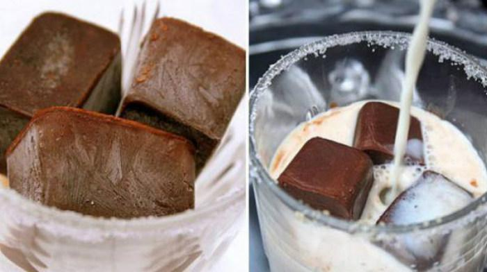 Молоко с кубиками льда из кофе