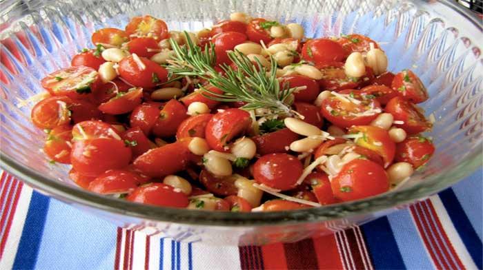 Салат с белой фасолью и помидорами черри
