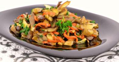 Вешенки жареные с морковью и чесноком