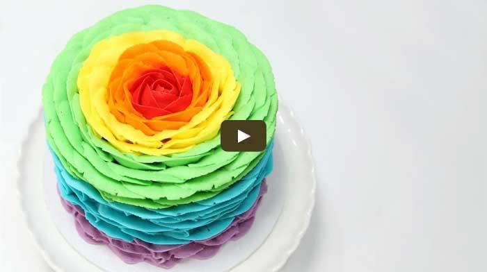 Как украсить торт разноцветными розами
