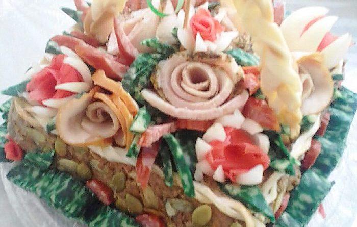 Мясной торт-корзинка ко дню рождения с фаршем и грибами