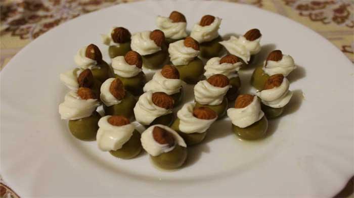 Полезные закуски - оливки с начинкой