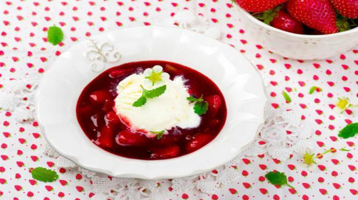 Ягодный суп с мороженым