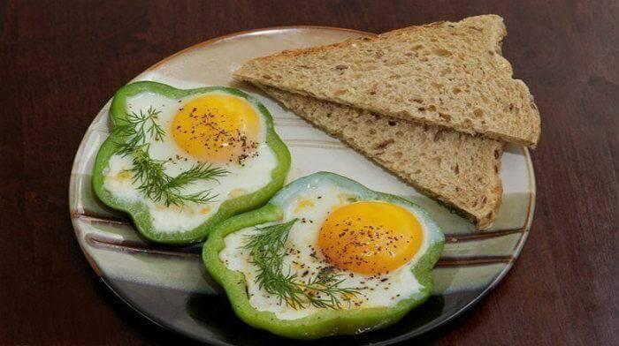 Оригинальная яичница на завтрак