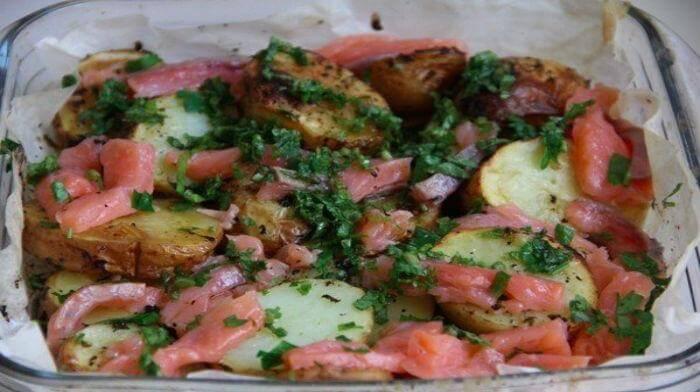 Картошечка по-деревенски с красной рыбкой