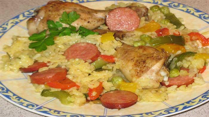 Рис с курицей и колбасой