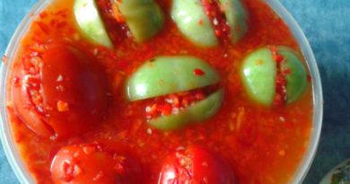 Зелёные квашеные помидоры с острой начинкой