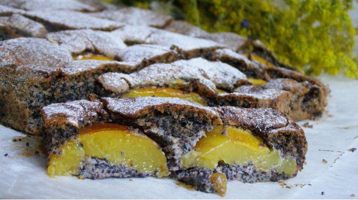 Маковый пирог с фруктами