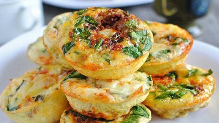 Закусочные кексы из творога с овощами