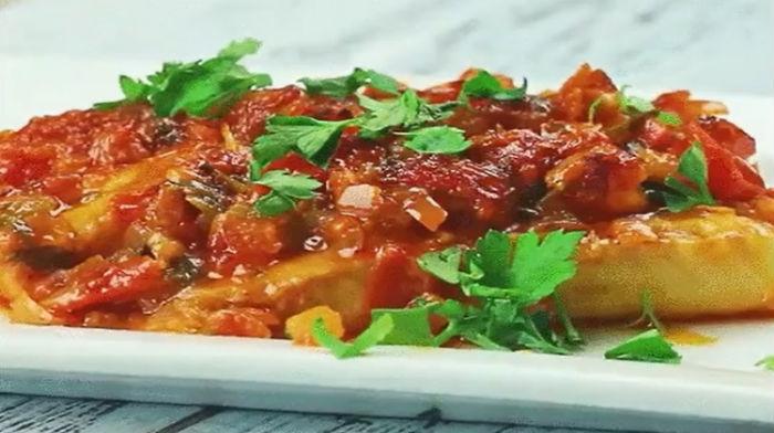 Филе белой рыбы в томатном соусе