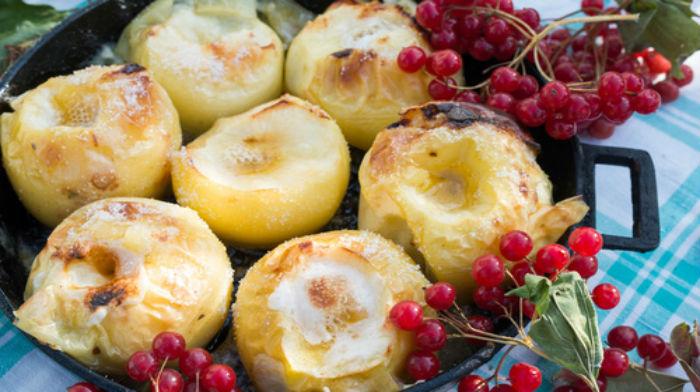 Яблоки, запеченные с сахаром