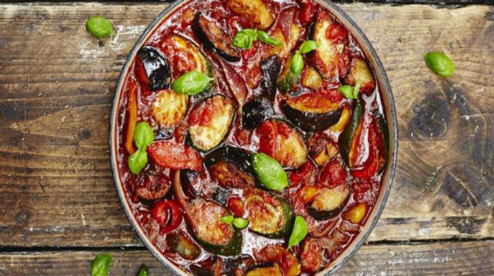 Рагу с кабачками, баклажанами, помидорами и перцем