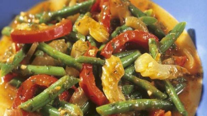 Рагу c сельдереем, помидорами и стручковой фасолью